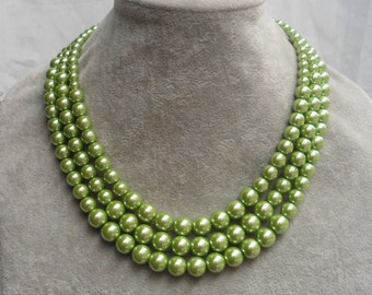 89a57a3ee47 Green pearl necklace