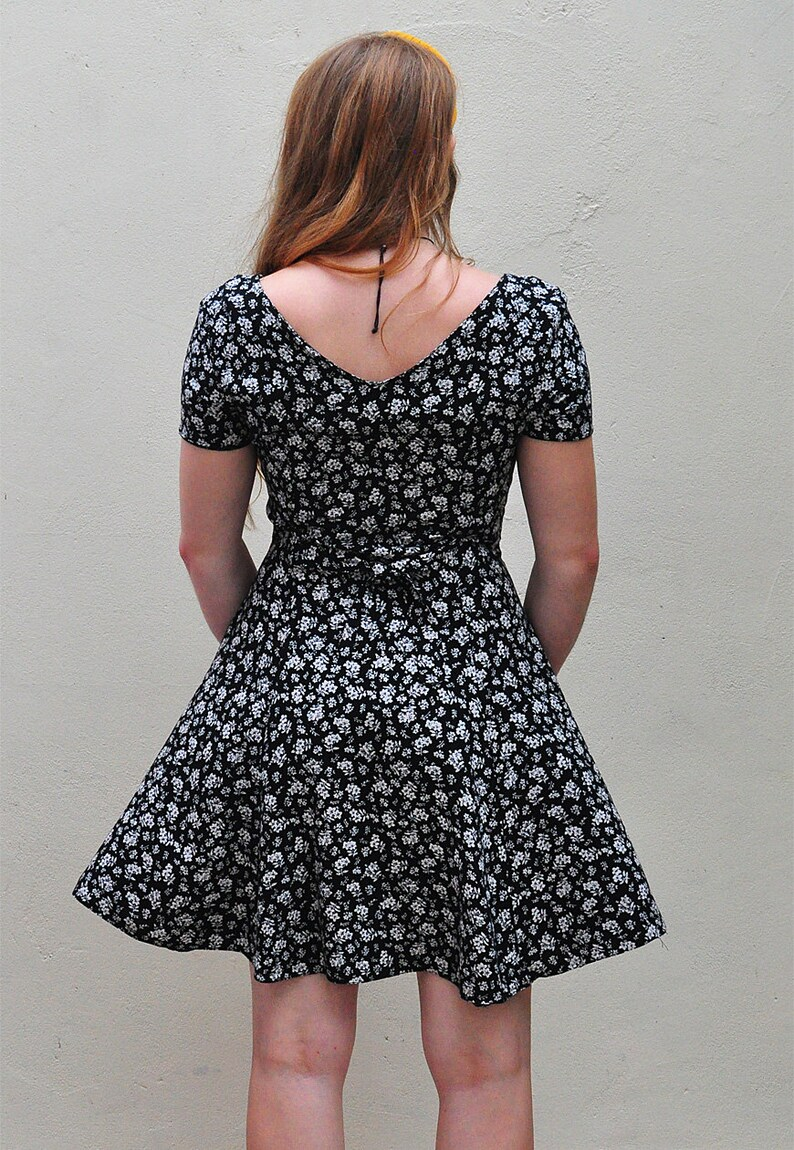 11aacf95a71d Vintage Tea Dress in Blue   White Floral Pattern Button Down