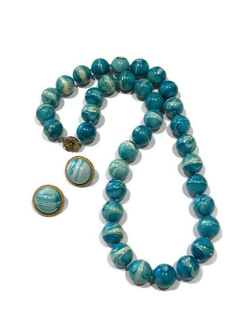 1950/'s Turquoise and White Marble Beaded Necklace with Matching Clip On Earring