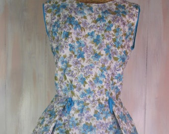 Vintage floral full-skirted smock apron Small to Med