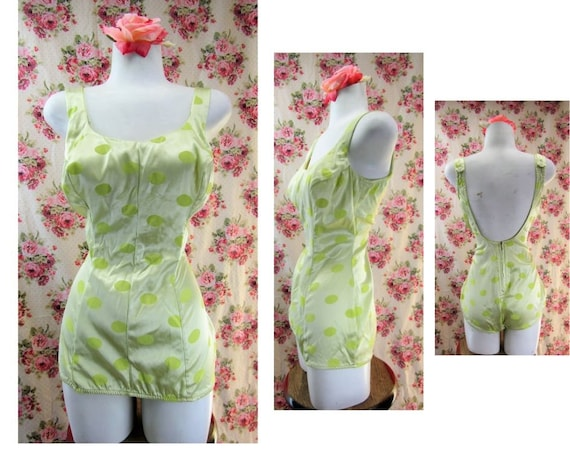 Vintage 1950s Bombshell Bathing Suit Size Medium 1