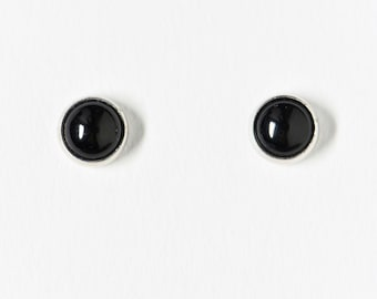 Silver stud Onyx 4 mm