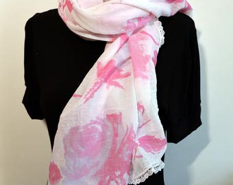 scarf white with pin flowers