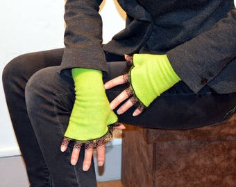 green gloves without finger