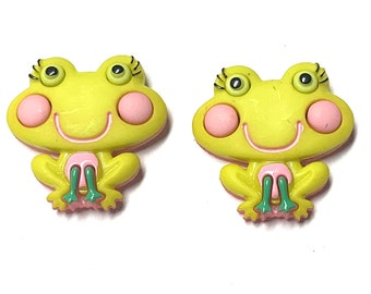 Frog and Flower 1 /& 716 inch 36 mm Susan Clarke Art Stone Hand Painted Button Tan Background