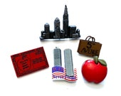 New York City Collection Set of 5 Shank Flat Back Apple Skyline Twin Towers 5th Ave Postcard Jesse James Buttons - 1487