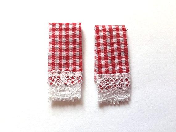 Dollhouse Dark Red /& White Check Kitchen Towel Pr Serendipity Maroon Miniature