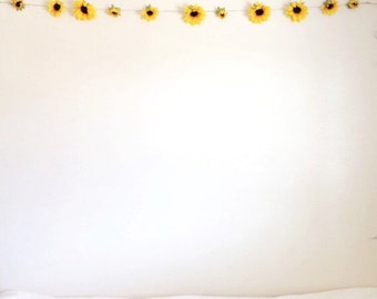 Summery Sunflower Garland / College Room Decor / High Quality Silk Sunflowers / Large Sunflowers / Summer Photoshoot / Sunflower Chain