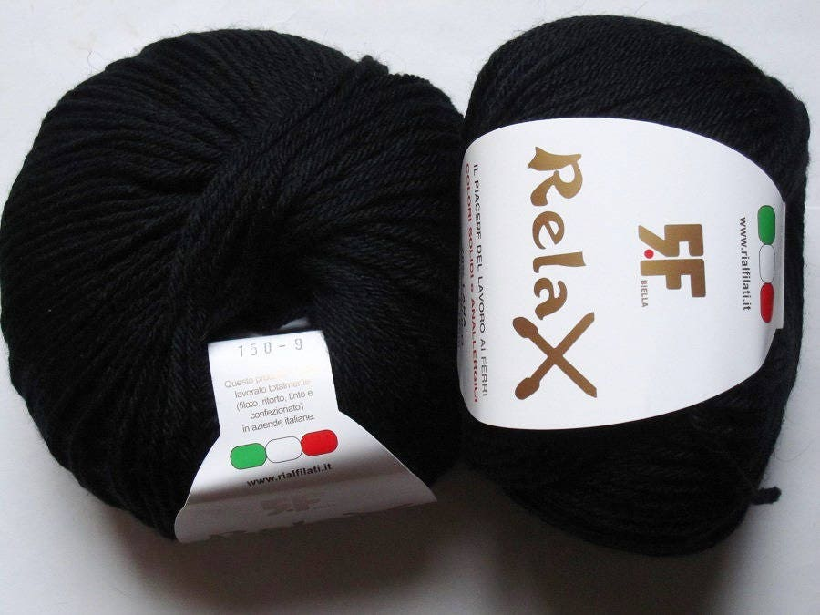 2 grosses pelotes de 100  gr  100 laine Relax noir 150 Rial Filati 0b385b