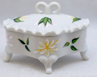 Jewelry Box with Lid - Porcelain - Daisy Design - Hand Painted