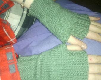 Reclaimed wool finger-less mittens