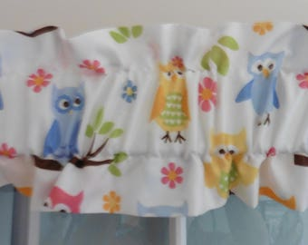 Pretty Pastel Owls Ruffled Sleeve Topper ~ 60 Inches Wide