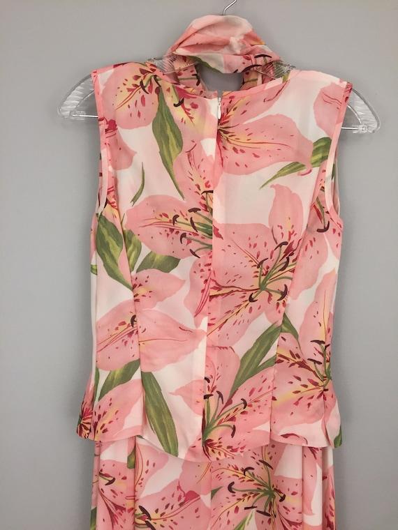 Ärmellose Chiffon Kleid Medium kleine rosa 2 Stück Kleid Rock Set Blumen Stargazer Lily Womens Kleider mit Schal Womens Kleidung