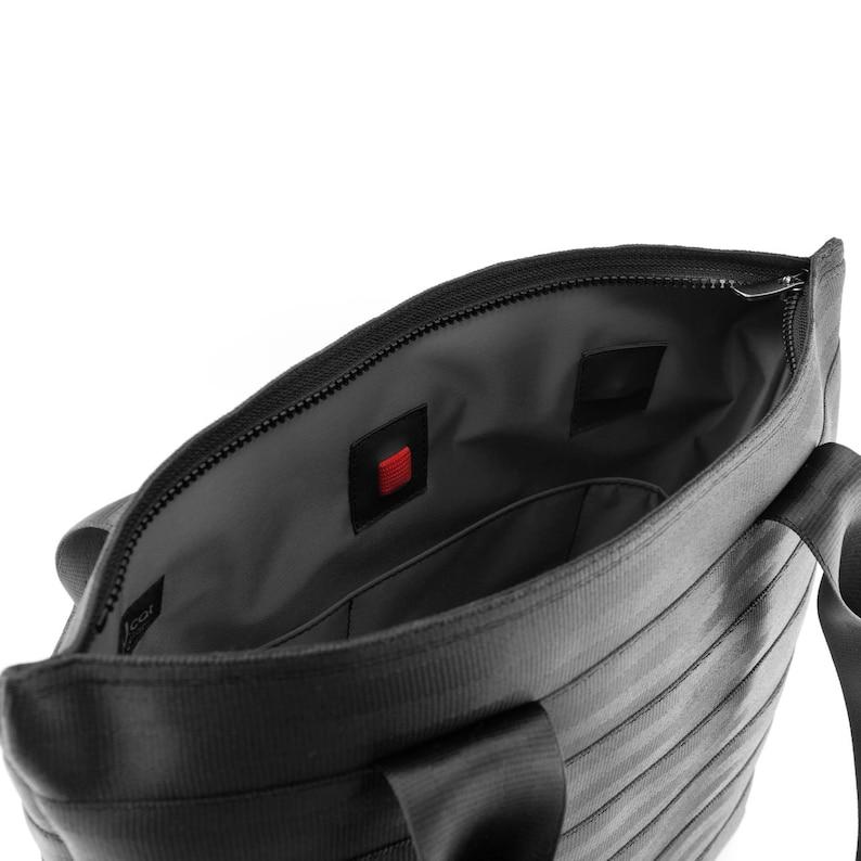 15d0c69ca98 Bolso hecho de cinturón de seguridad reciclado con 3 bolsillos | Etsy