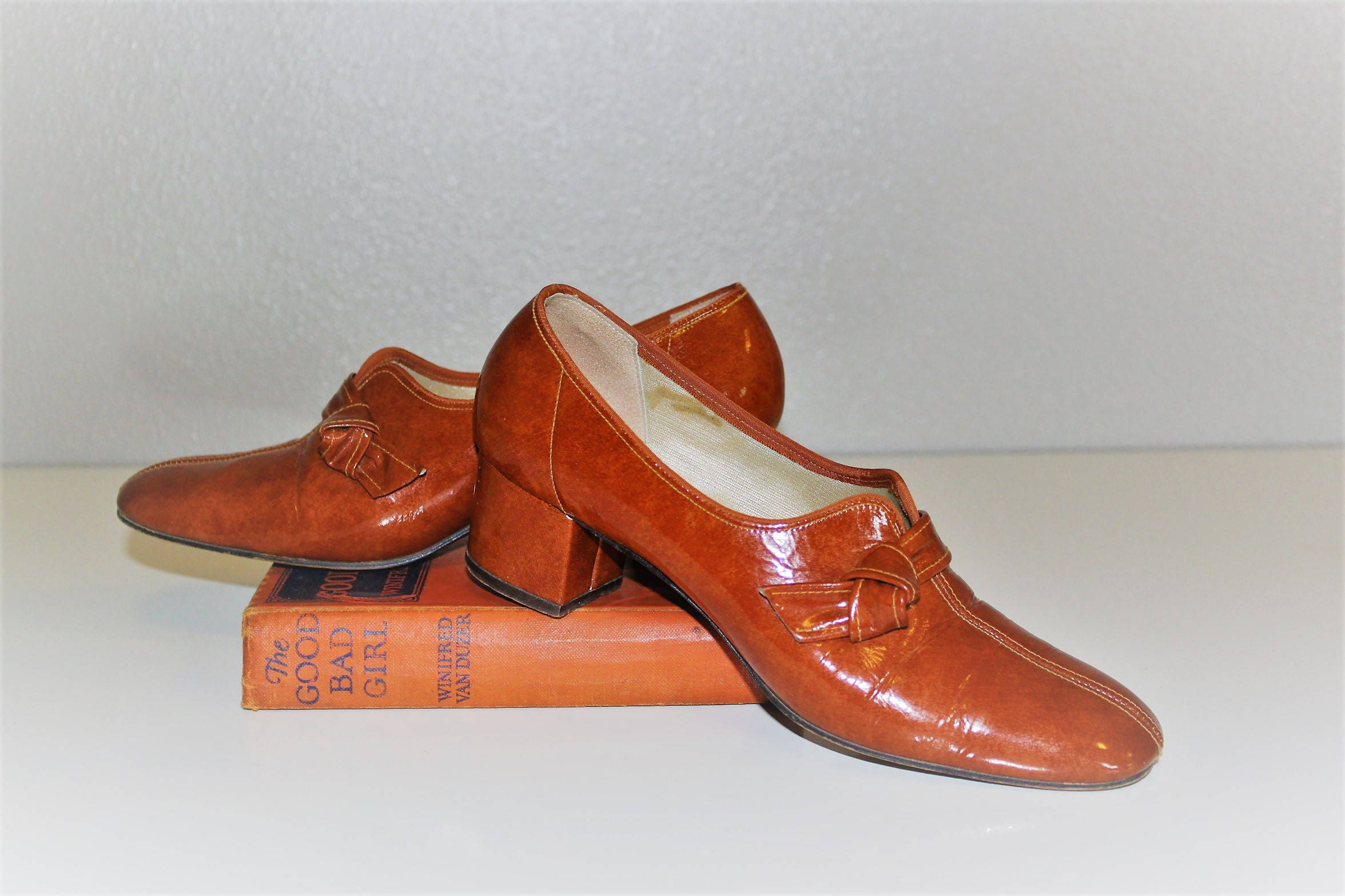 d23f00e53aca0 Vintage 1960's VITALITY Shoes *Pumpkin Patent Leather Pumps *Classy Knotted  Split Toe Dress Shoe *Copper Brown Leather Heels -Women's 6 1/2
