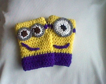Fingesless minion mitts/ gloves