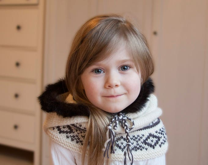 Knitted hooded cowl with real fur Eskimo (toddler size)