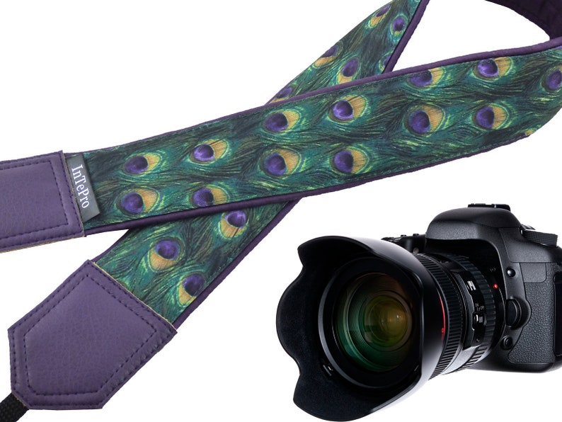 Personalized camera strap with peacock pattern Photo accessory for animal lovers.