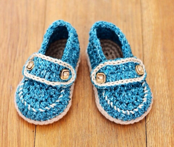 uk seller Crochet baby loafers with 2 button strap in natural beige; to fit 3-6 month baby boy ready to ship