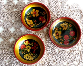 Rustic Lacquered Decorative Wood bowl, Small Bowls , Soviet Khokhloma, Russian Folk Art, Vintage Hand-Painted Wooden Bowl, set of 3
