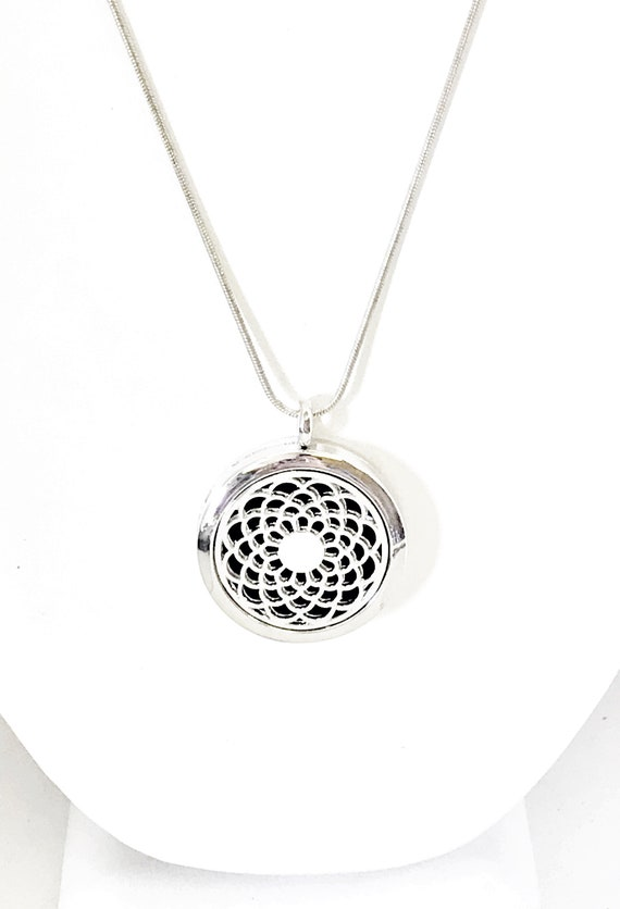 Diffuser Necklace, Round Diffuser Necklace, Filigree Pendant, Scent Diffuser, Scent Pendant, Scented Necklace, Diffuser Pendant Jewelry