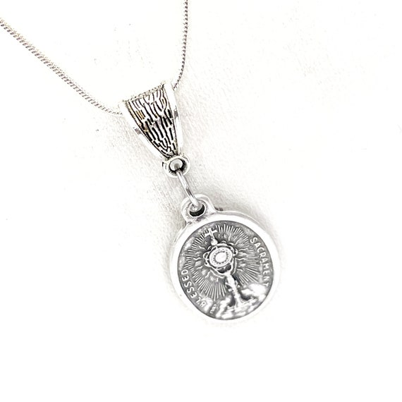 Communion Gift, Eucharist Necklace, Blessed Sacrament, Last Supper Jewelry, Christian Jewelry, Faith Gifts, First Communion Jewelry