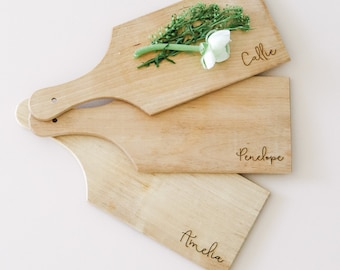 Personalized mini charcuterie boards, personalized wedding place cards, seating chart, wedding favors