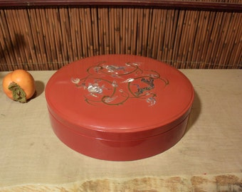 Vintage Round  Korean Antique Red Lacquer with Mother Of Pearl and Brass Inlaid With Divider