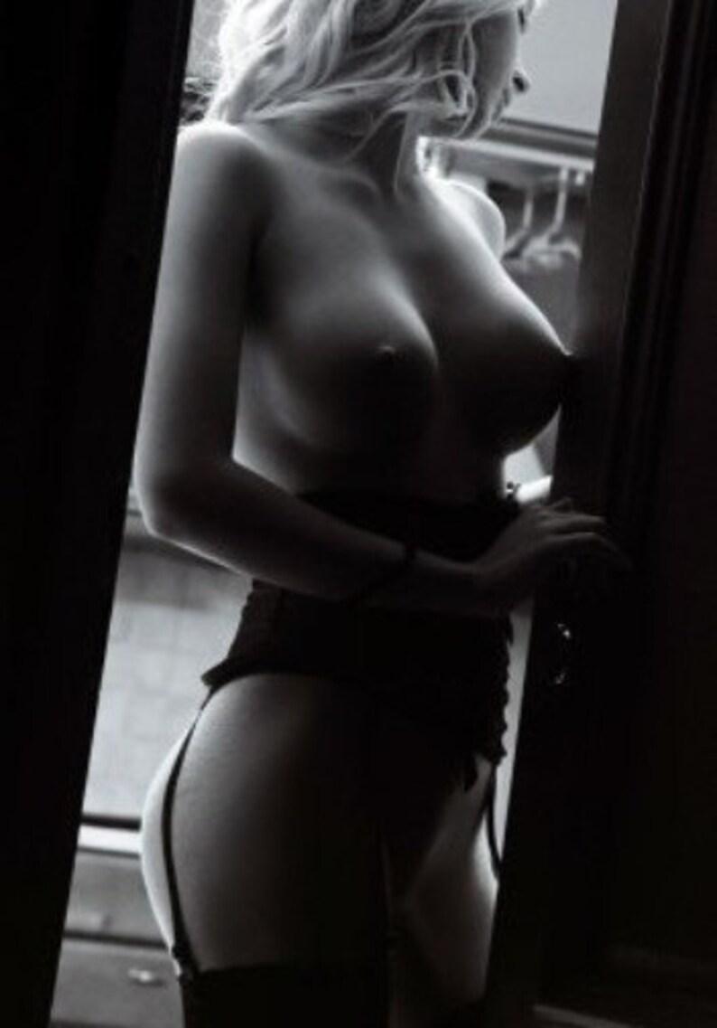 Pretty nude women peep show — pic 10