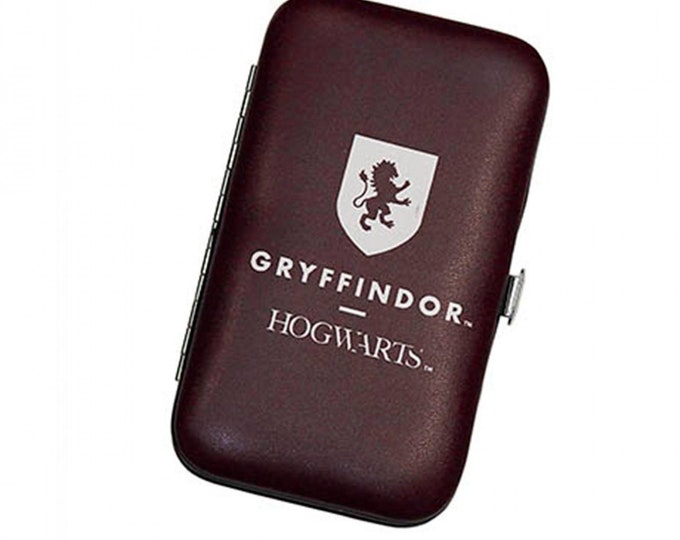 """Fun Stuff - Camelot Fabrics - Harry Potter Licensed Notions - Gryffindor CN23402007 Sewing Kit 2.75"""" x 4.75"""""""