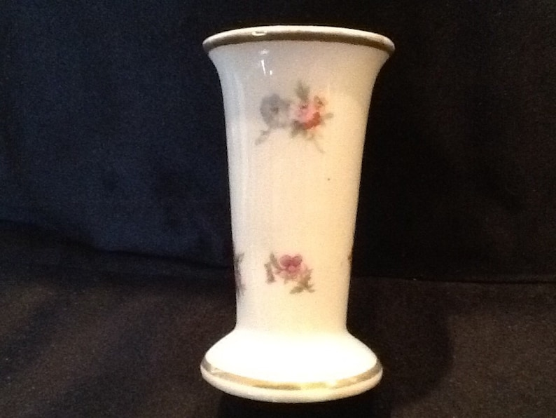 Vintage Gold Castle Chikusa Japan Vase <> Porcelain 22 Kt  Gold Trim <>  Hand Painted <> Excellent Condition <> FREE SHIPPING