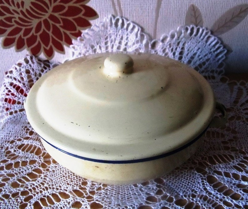 Vintage Enamel Pan Set.