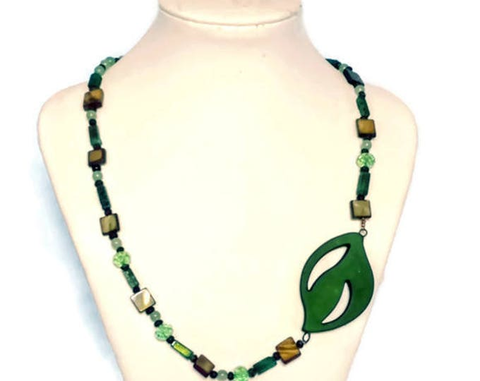 Nature Lovers Beaded Green Leaf Necklace with Gemstones