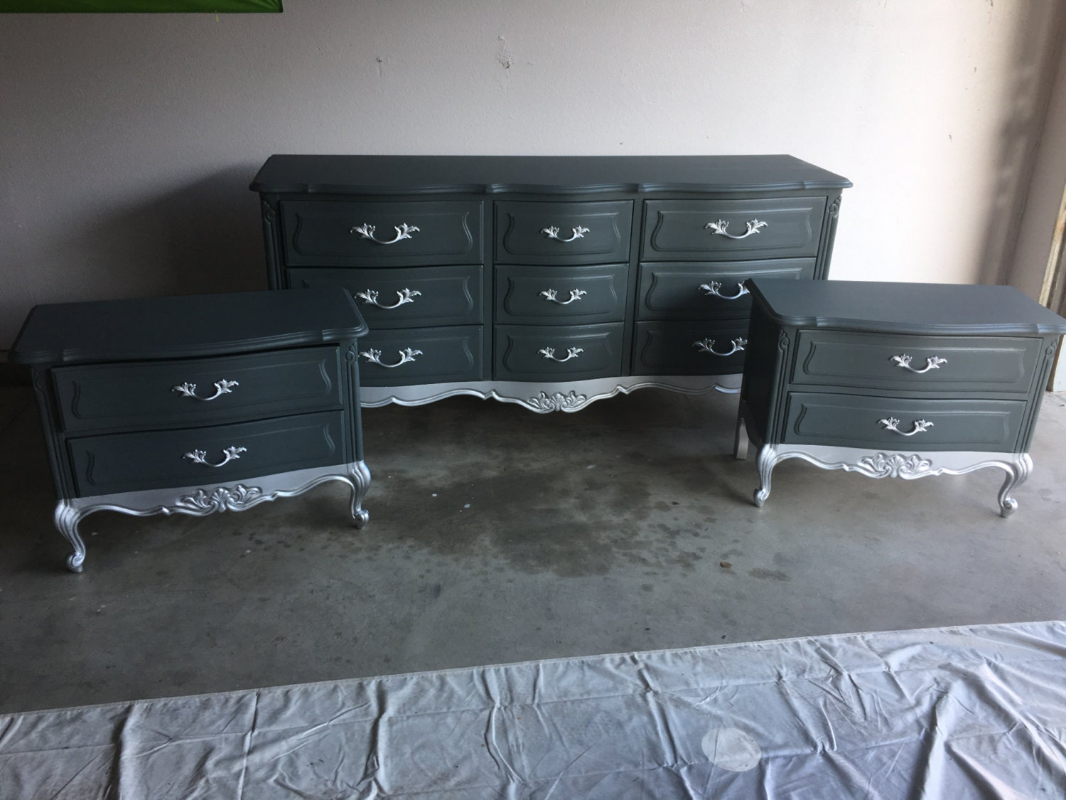 Sample Grey And Silver Dipped French Provincial Bedroom Set Dresser And Nightstands