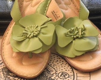 d3c517696 BORN B.O.C. Hippy Boho preppy Green Leather Flower Thong Sandals