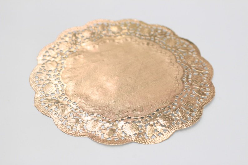 10 Metallic Gold 12 Round Rose Floral Detail Doilies. image 0