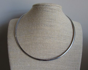 17.5 inch choker with smooth screw clasps 5 stainless steel wire necklaces perfect for scrabble tiles etc..