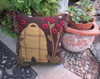 APPLIQUED WOOL PILLOW Bee Skep Designed Fall Decor For Your Country Home, Porch, or Patio