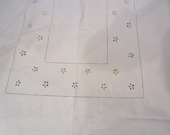 BATTENBERG LACE TABLECLOTH 57 x 80 Oval Perfect Condition Shabby Chic, Cottage, Farmhouse Decor