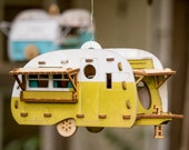 Paintable Camper Bird House playset you can snap together and use! Bring back the love of travel and camping with a miniature model trailer