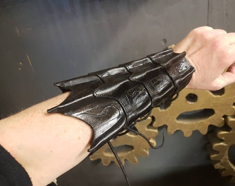 Black Wing Bracers pair (2pcs)/ Fantasy Bracers / Handmade leather Cuff / Bracer from vegetanned hand dyed leather (SD025)