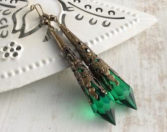 Art Deco Jewelry, Emerald Green Earrings, Victorian Filigree Earrings, Medieval Jewellery, Renaissance Earrings, Elegant Earrings, Steampunk