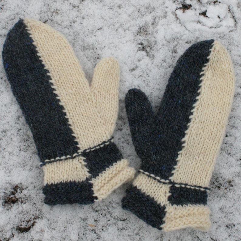 662807ed5ea Easy Intarsia Mitten pattern Intarsia Knitted Mitten Pattern