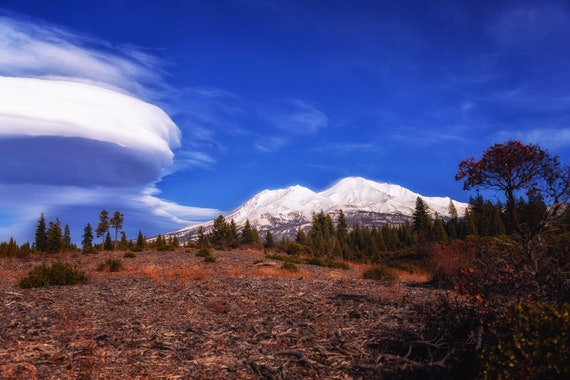 Lenticular Cloudscape (Metal Panel) Mount Shasta and a Lenticular Cloud