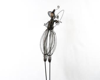 Elphe in wire of vine