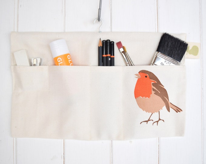 Hanging storage bag in organic cotton with a robin. Desk tidy / organiser