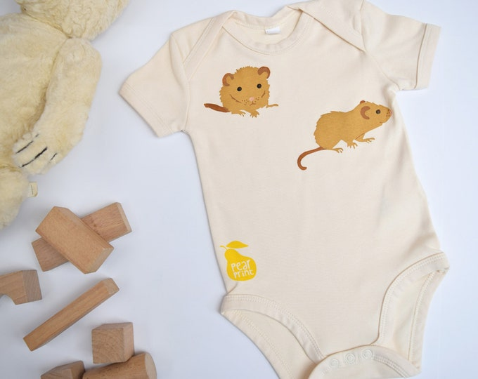 Dormouse baby bodysuit in organic cotton. Baby boy or baby girl gift. Domice and wheat.