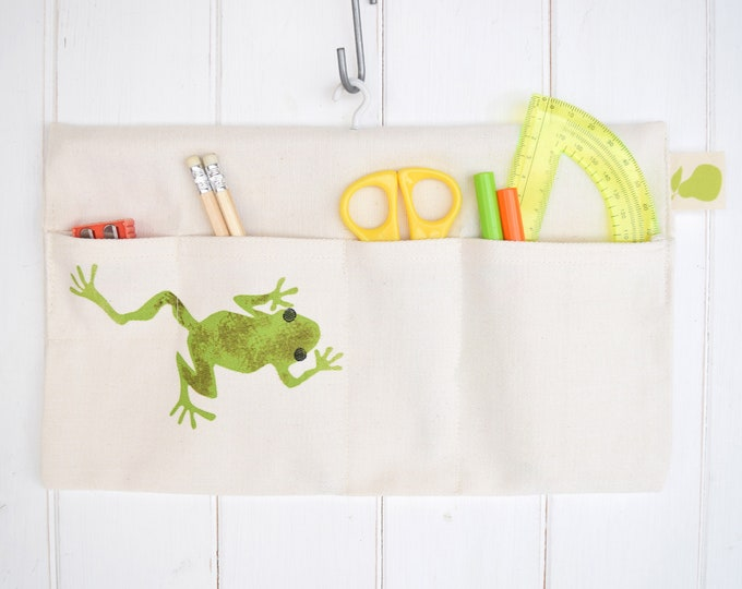 Hanging storage bag in organic cotton with frog. Desk tidy / organiser