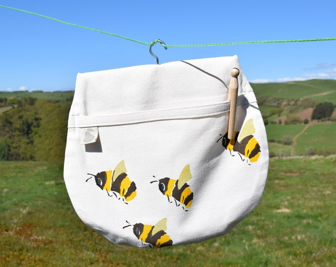 Bees peg bag in organic cotton. Save the bees! Clothes pin bag.