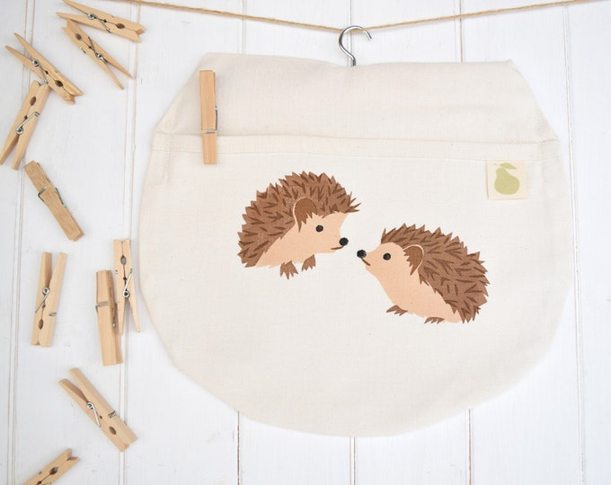 PearPrint peg bag in natural organic cotton with hedgehogs. Clothes pin bag.